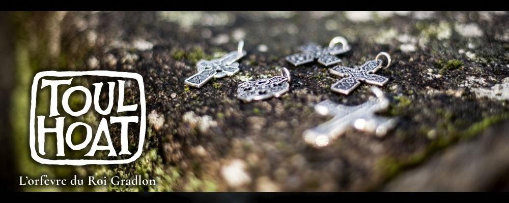 Vente en ligne croix et pendentif toulhoat - bijou breton fabriqué à Quimper